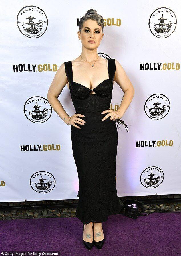 Келлі Осборн похвалилася фігурою в обтягуючій сукні