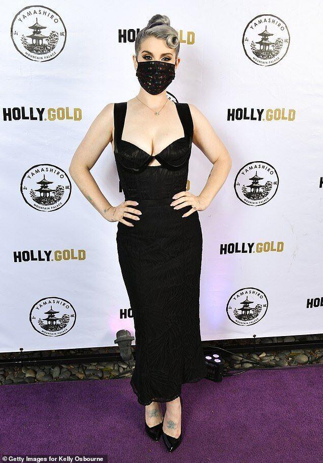Келлі Осборн похвалилася схудлою фігурою в обтягуючій сукні