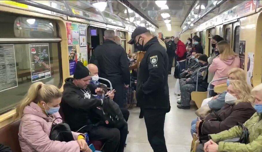 Полиция провела рейды в метро Харькова.