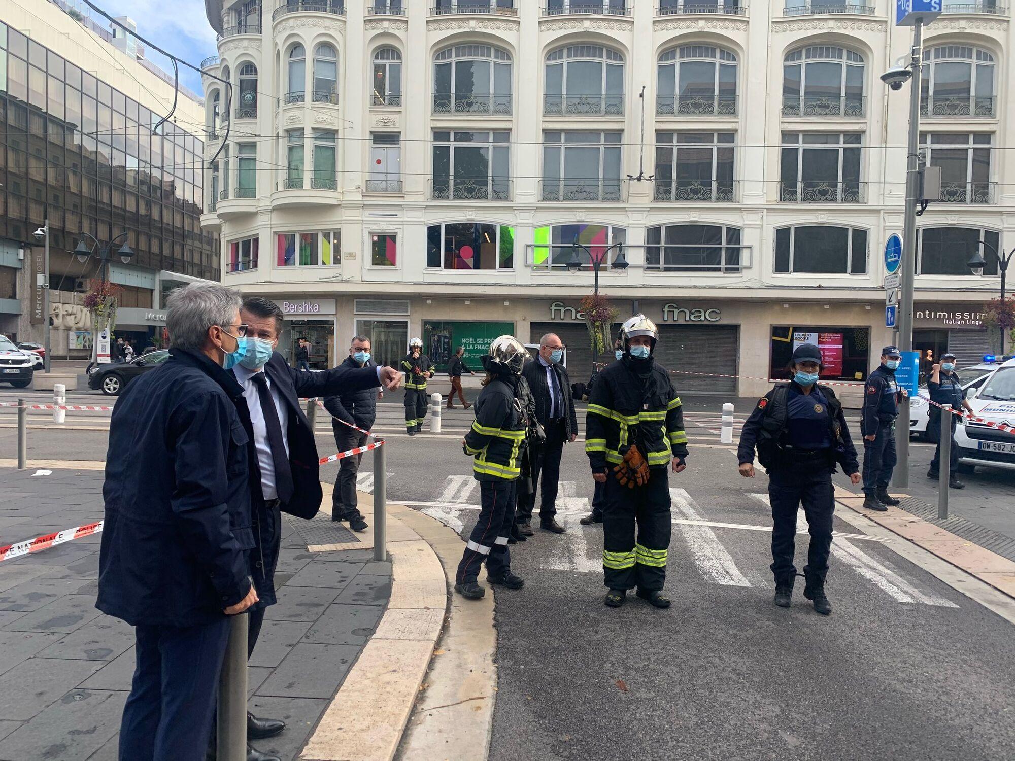 В центр Ниццы прибыли полицейские и власти города