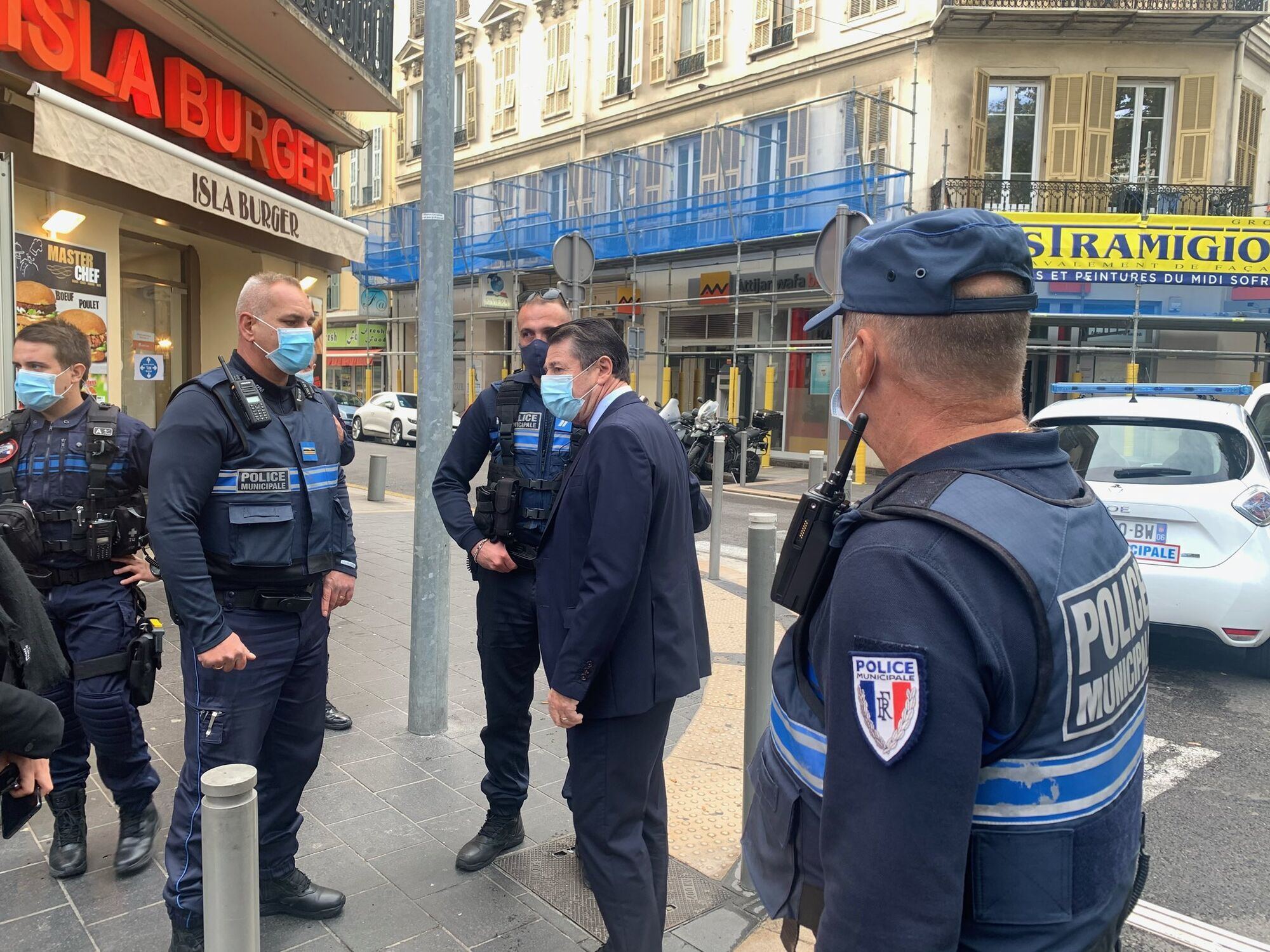 Мэр Ниццы считает, что убийство людей было совершено террористом