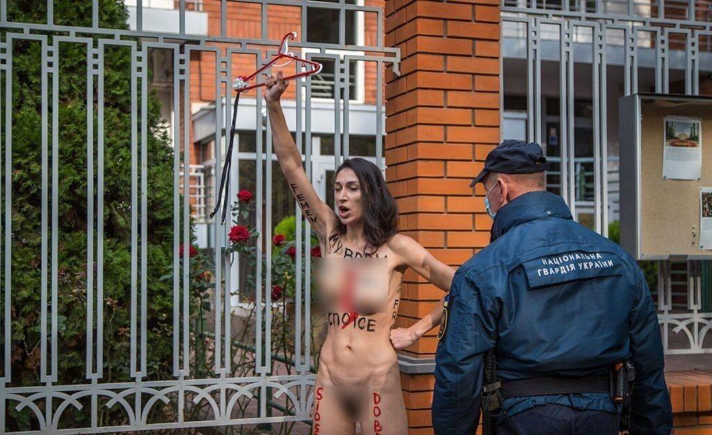 "Женщина прокричала: ""Мое тело – мое дело"""