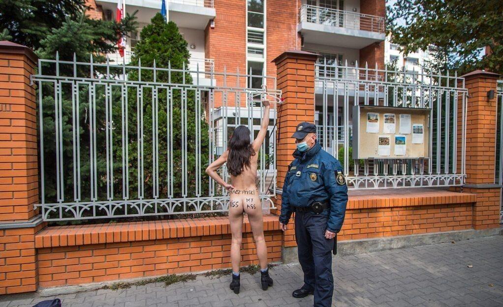 Охранник не пытался препятствовать женщине