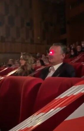 Гиркина с помощью лазера попытались заставить надеть маску