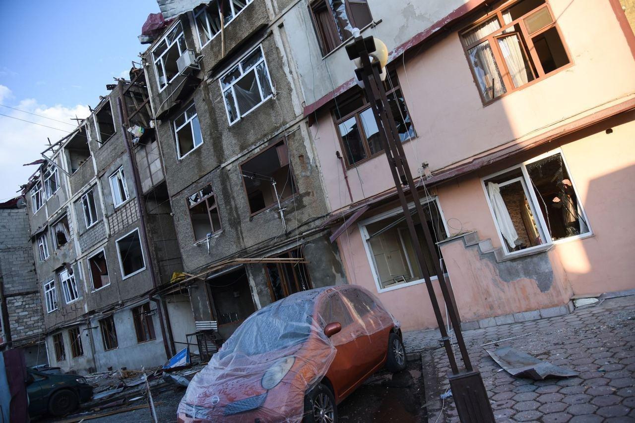 Степанакерт подвергается интенсивному артиллерийскому обстрелу