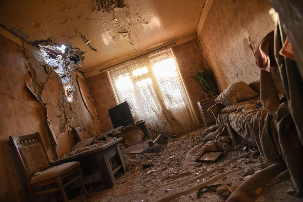 По предварительным данным, в Степанакерте один человек погиб, 11 ранены