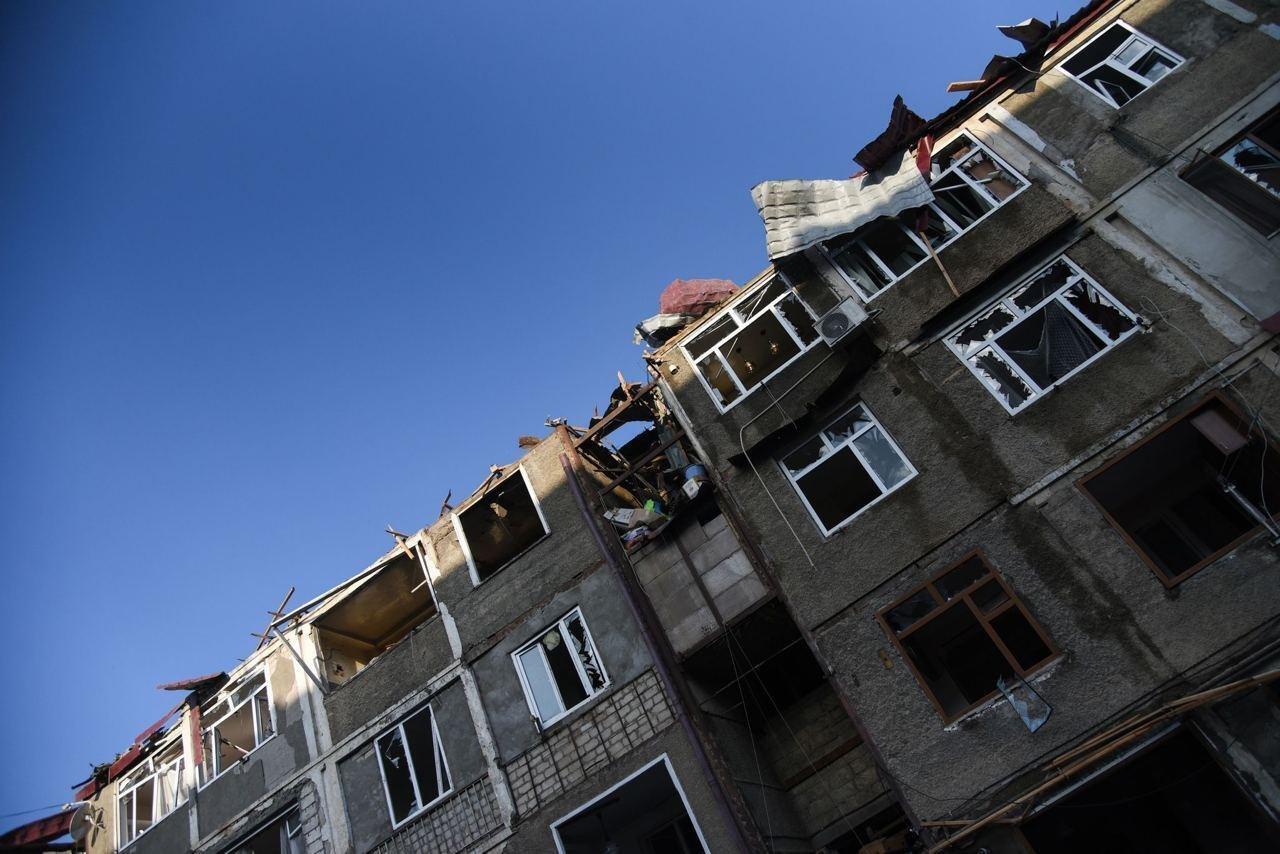 Взрывной волной женщину выбросило с третьего этажа