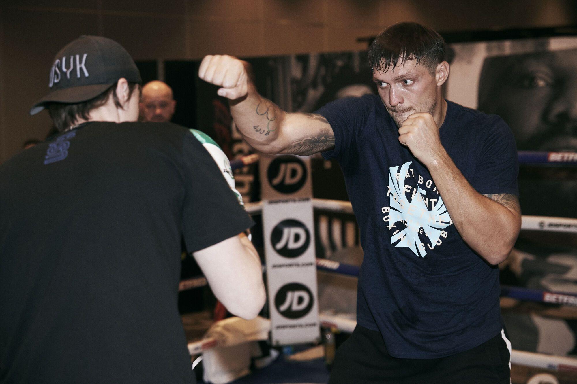 Александр Усик пообещал офигенный бой с Дереком Чисорой.