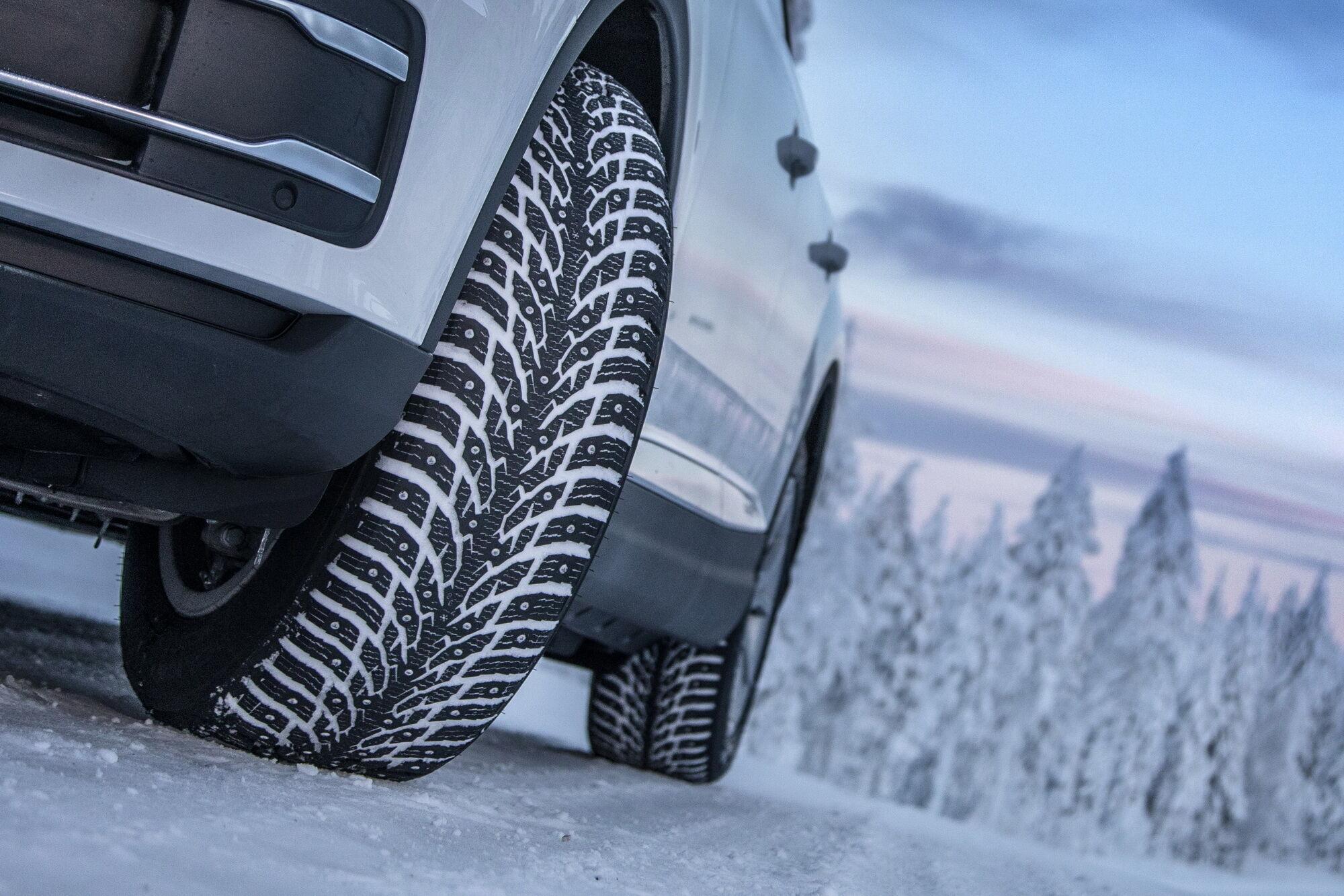 Nokian Hakkapeliitta 9 SUV представлена в 78 типоразмерах от 16 до 22 дюймов и имеет скоростной индекс T (190 км/ч)