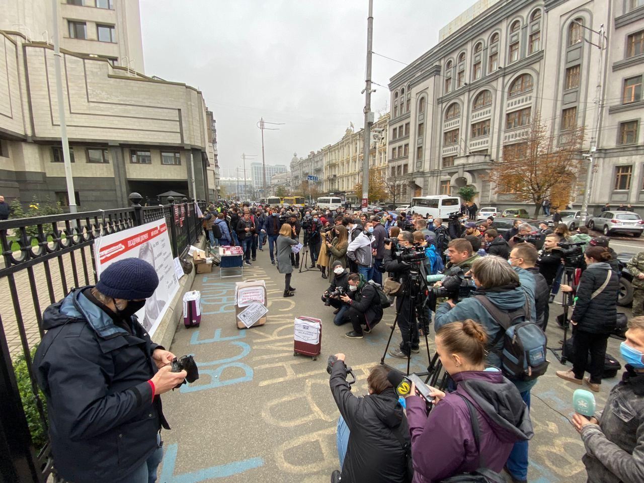 Акция протеста началась под КСУ