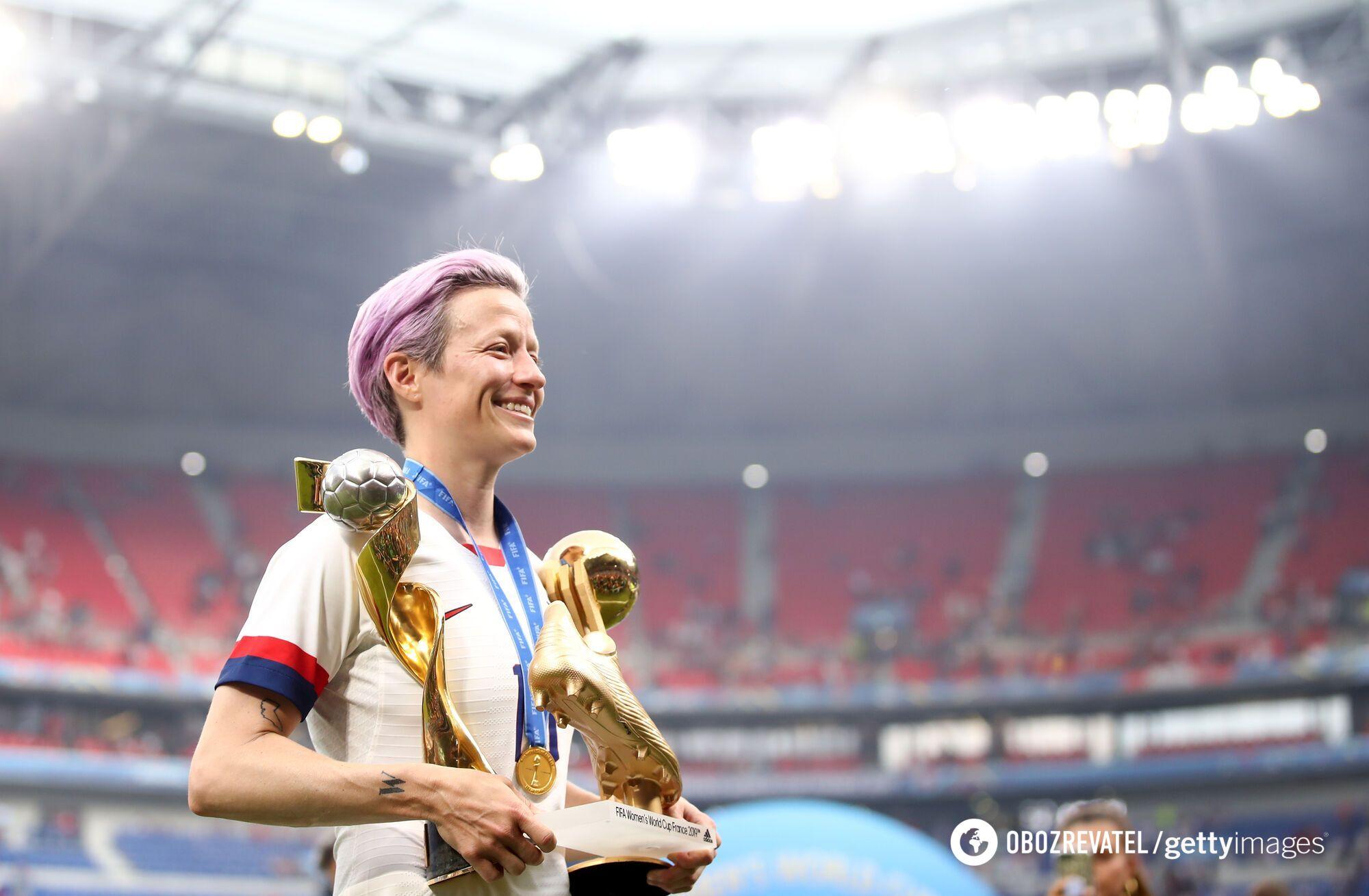 Меган Рапіно з Кубком світу ФІФА, Золотою бутсою і Золотим м'ячем після ЧС-2019