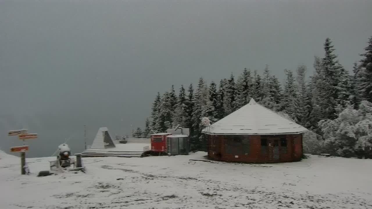 Горы покрылись снегом.