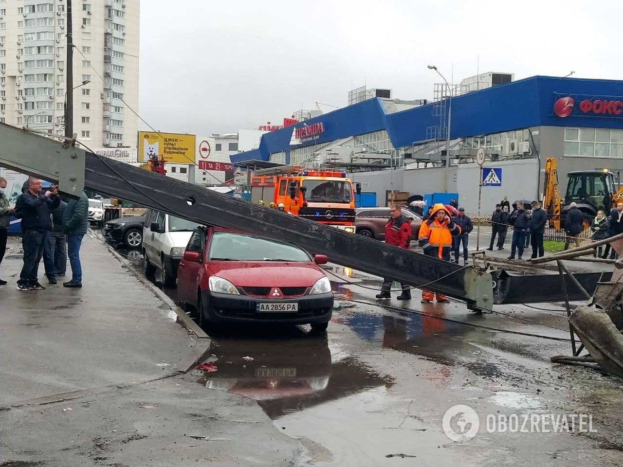 Конструкция раздавила авто