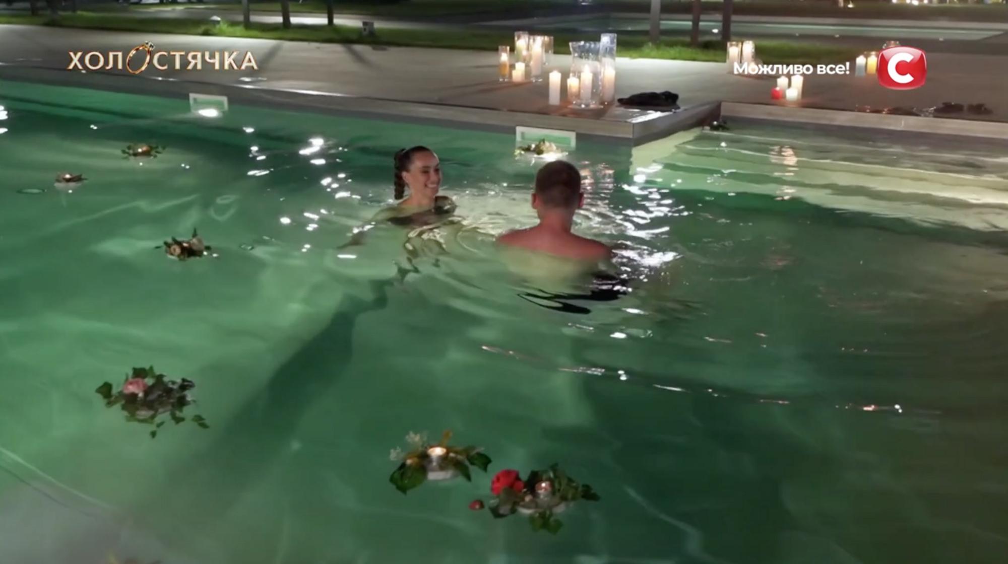 Свидание Ксении и Андрея завершилось в бассейне