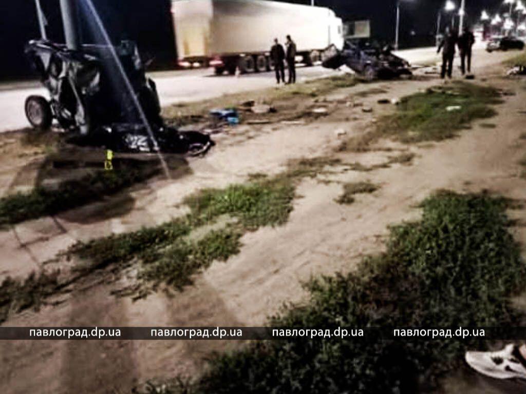 В результате аварии погибли два человека.