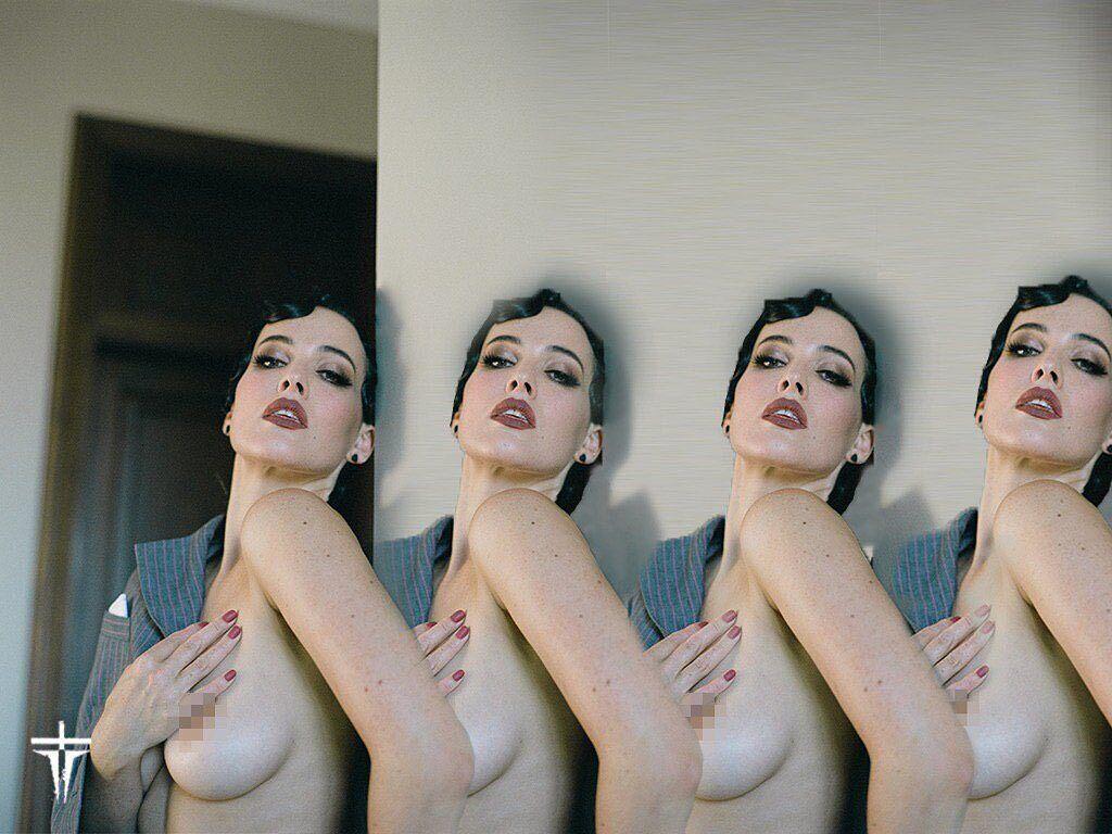 Астафьева засветила пышную грудь на фото.
