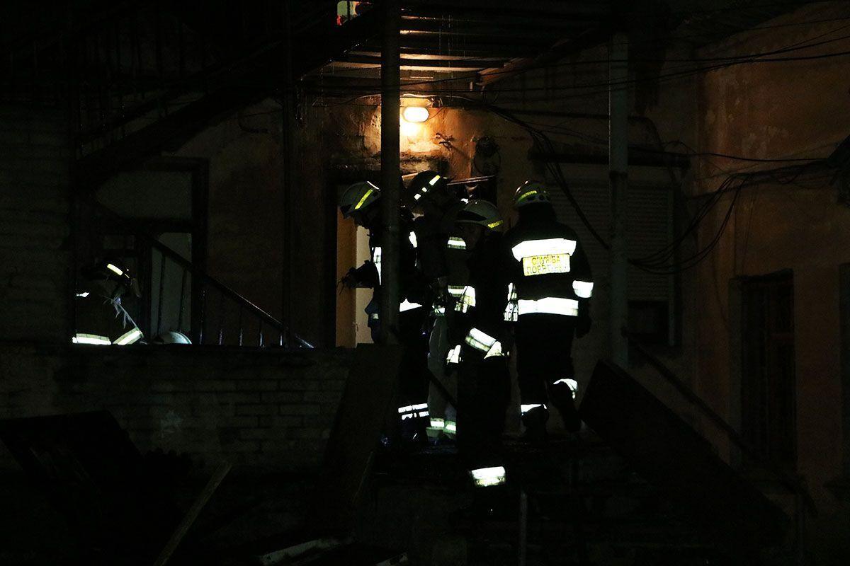 В Днепре спасатели во время пожара вынесли на руках троих детей