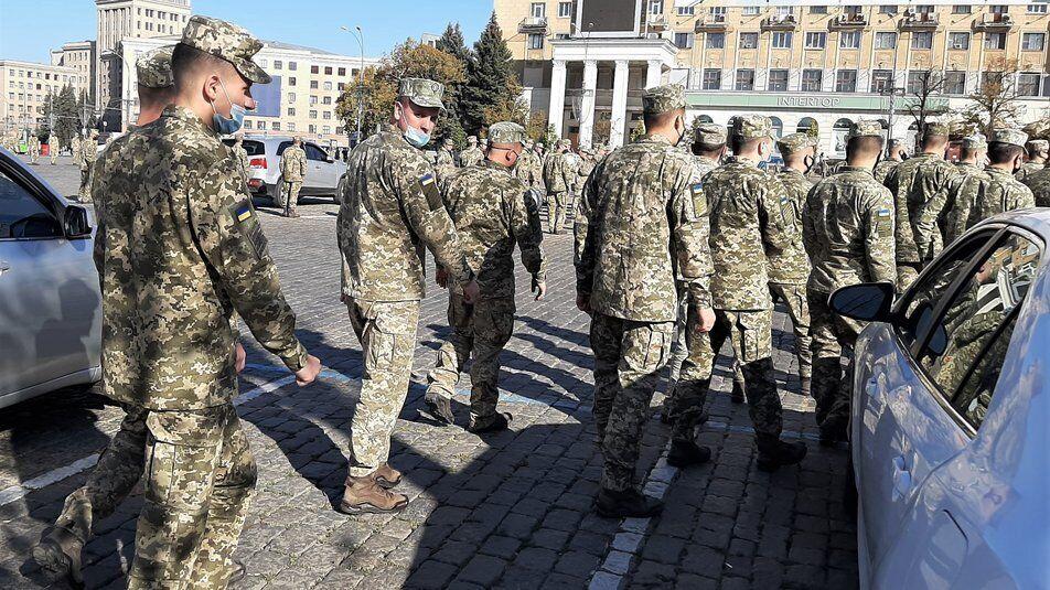 На Площади Свободы выстроились сотни курсантов ХУВС.