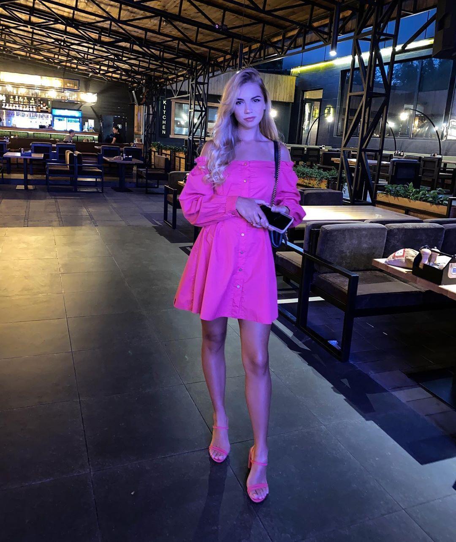Карина Подолян в платье