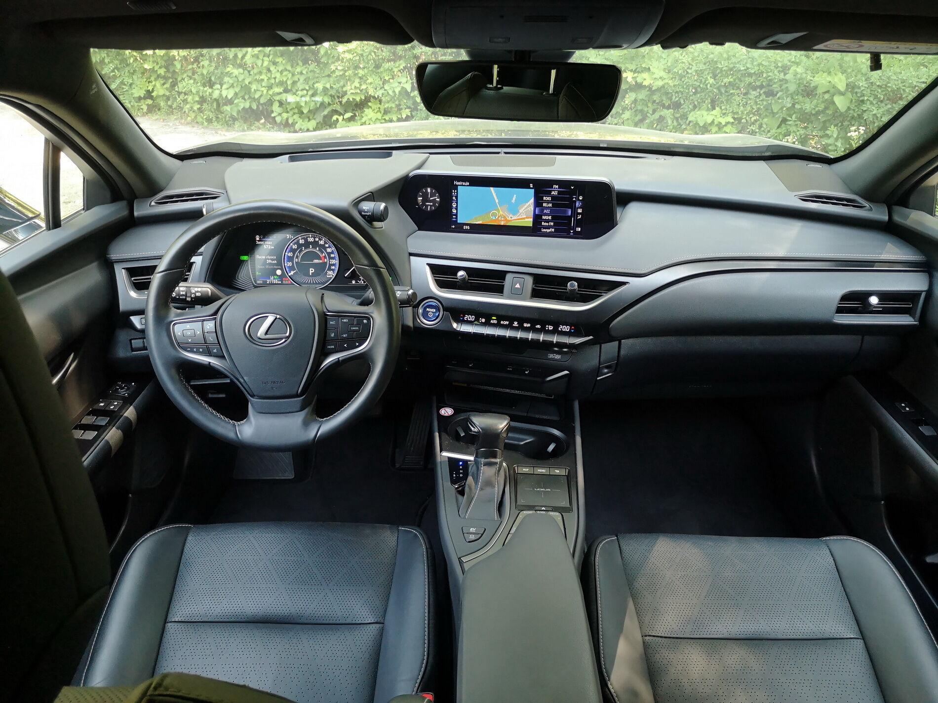 Торпеда ориентирована на водителя, что подчеркивает драйверский характер машины. Фото: