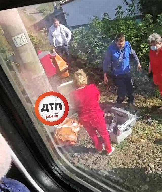 В Боярке на железнодорожных путях погибла девочка.