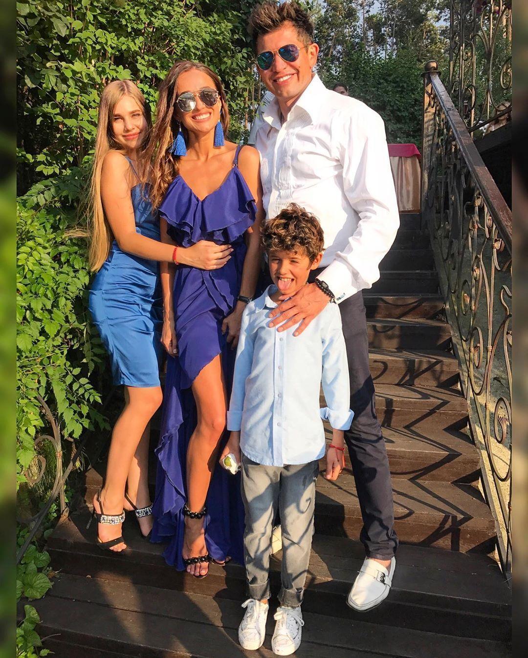 Андрій Джеджула з дружиною Юлією, сином Даніелем і названою донькою Ангеліною
