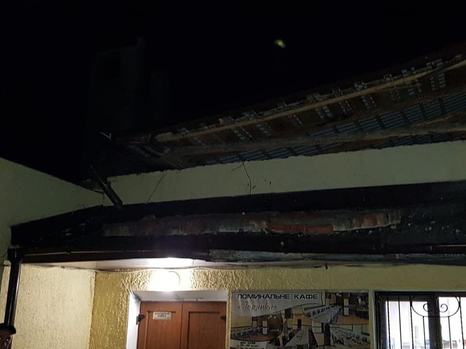 Сорванная крыша.