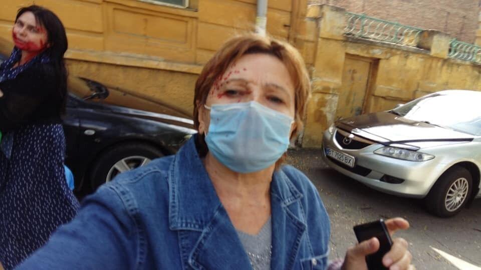 """Мама Кузьмич пыталась """"отбить"""" дочь."""