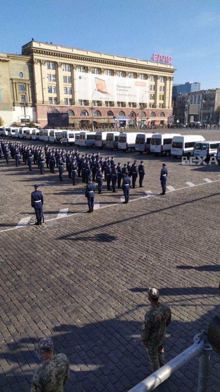 Автобусы с телами погибших в Ан-26.