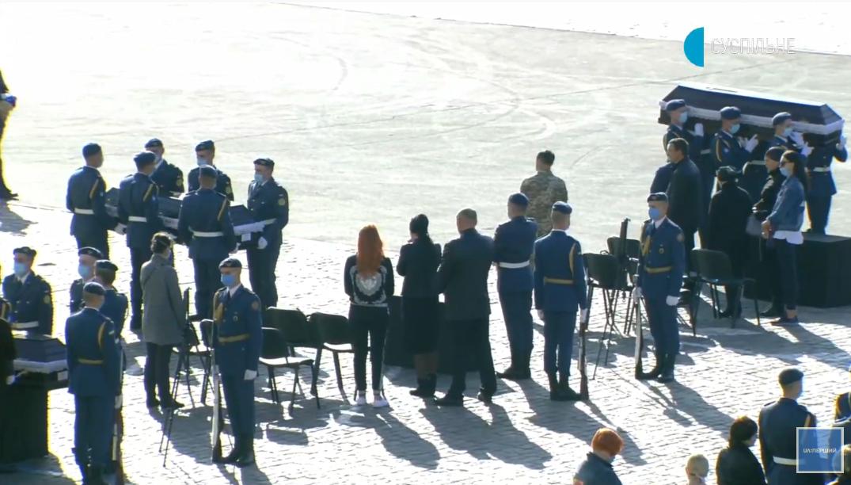 До Харкова прибули сім'ї загиблих в Чугуєві.