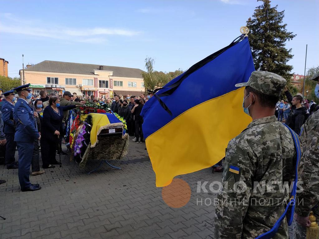 Церемония прощания на центральной площади города.