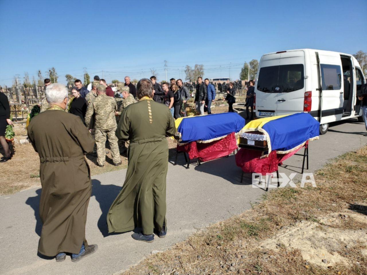 Гробы Героев привезли на Аллею Героев