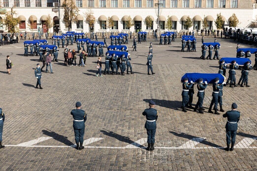Жалобна процесія на Площі Свободи у Харкові