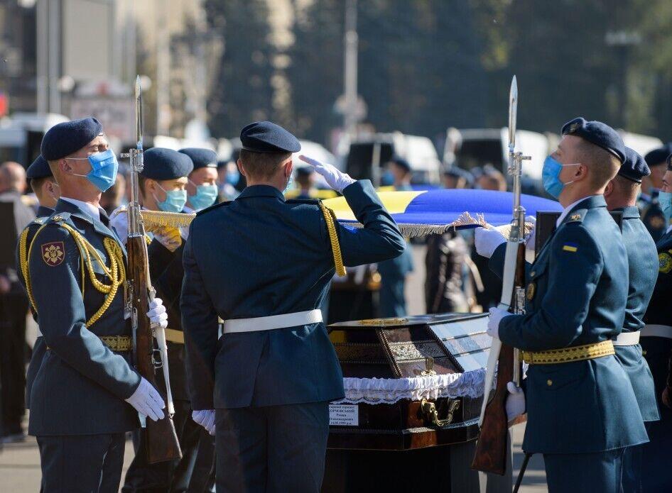 Курсантів та екіпаж Ан-26 хоронили з усіма військовими почестями