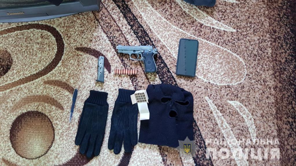 Преступники незаконно хранили оружие.