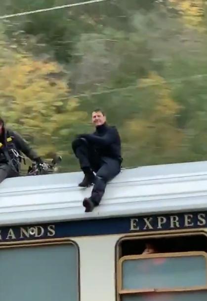 Том Круз прокатился на крыше поезда в Норвегии