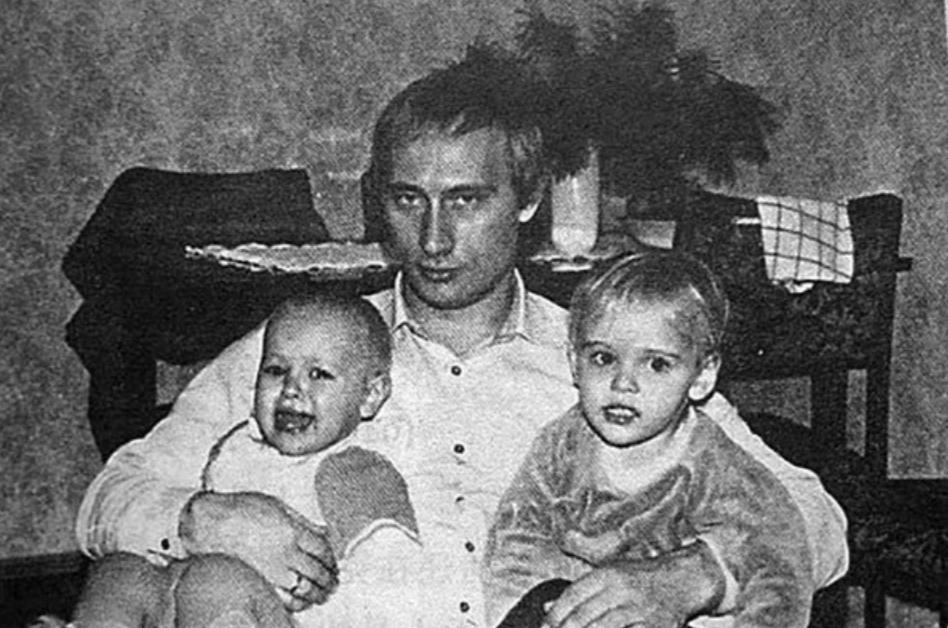 Владимир Путин с дочками
