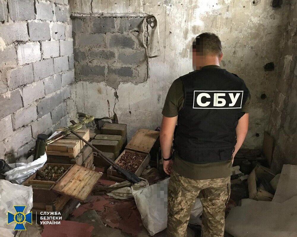 """СБУ нашла в тайниках """"Л/ДНР"""" более 137 кг взрывчатки и почти 100 тыс. боеприпасов. Фото"""