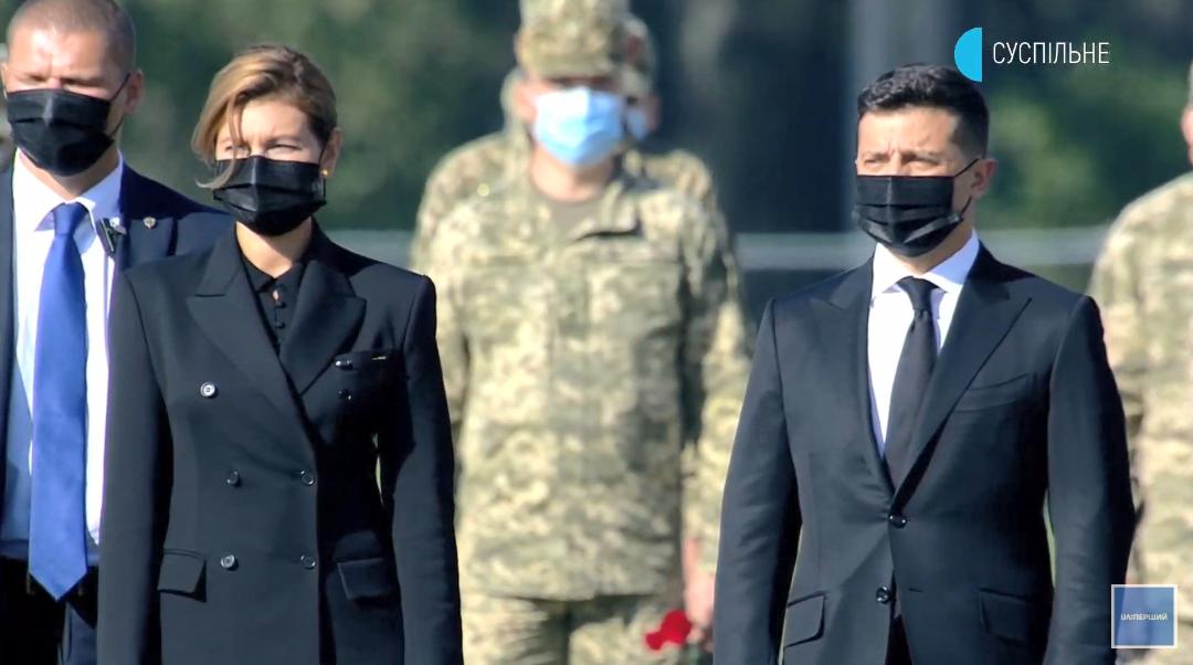 З президентом приїхала перша леді Олена Зеленська.