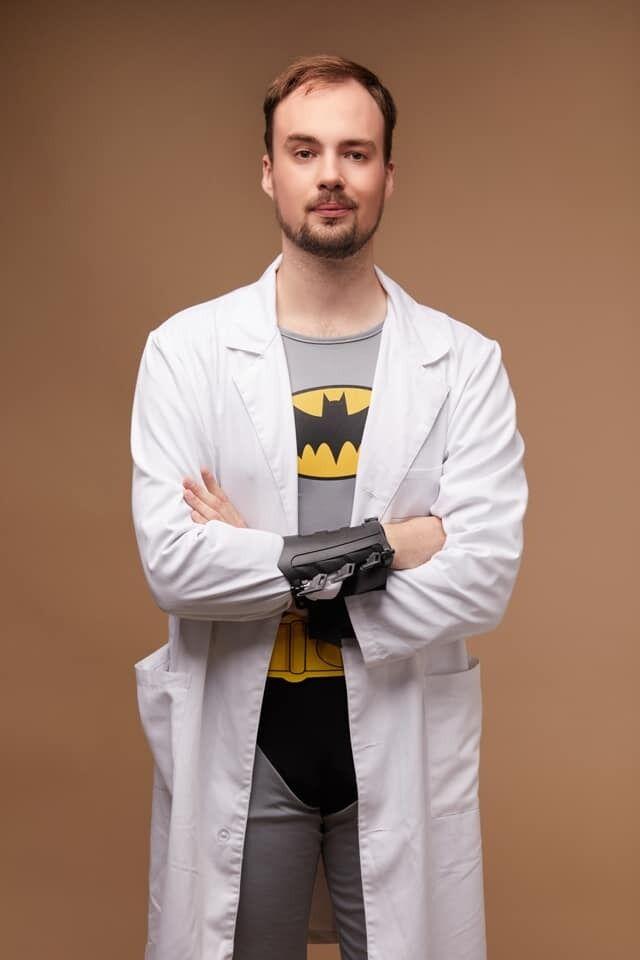 Украинских медиков превратили в культовых супергероев: как они выглядят
