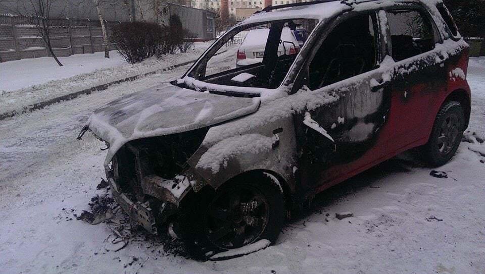 Згорілий автомобіль Асі.
