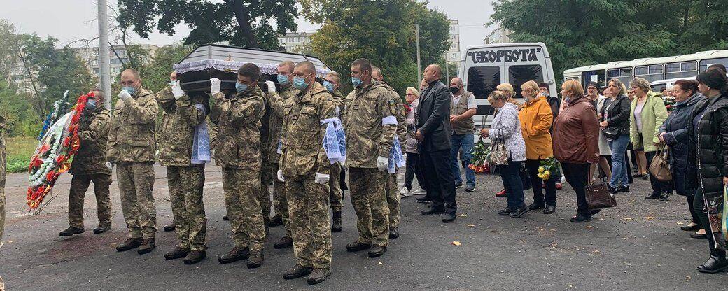 Новоград-Волынский в трауре по курсанту Матвийчуку.