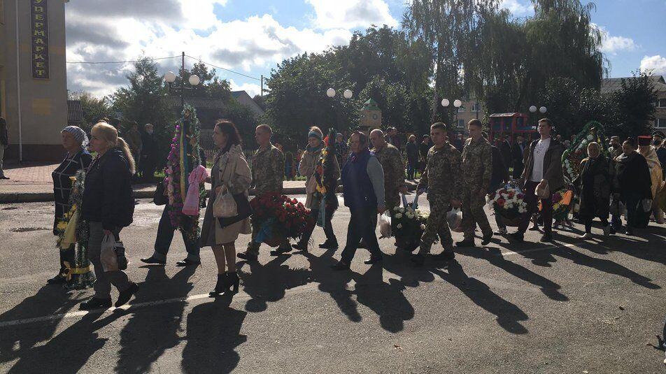 На митинг-реквием в Крыжополе почтить Романа Корчовского пришло несколько сотен горожан.
