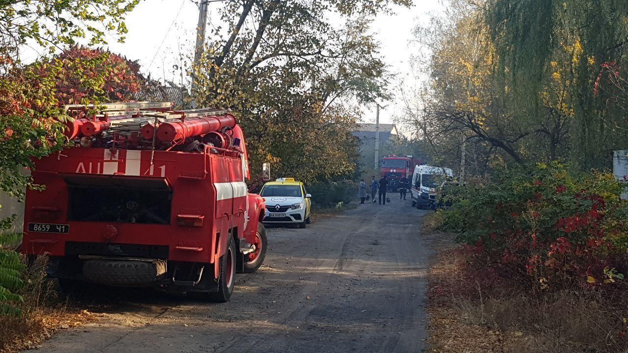 На место пожара выехали 15 отделений спасателей.