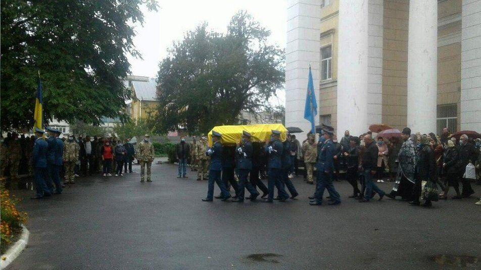 Тело Героя пронесли по центральной улице Староконстантинова.
