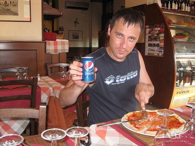 В Италии Александру понравилась пицца.