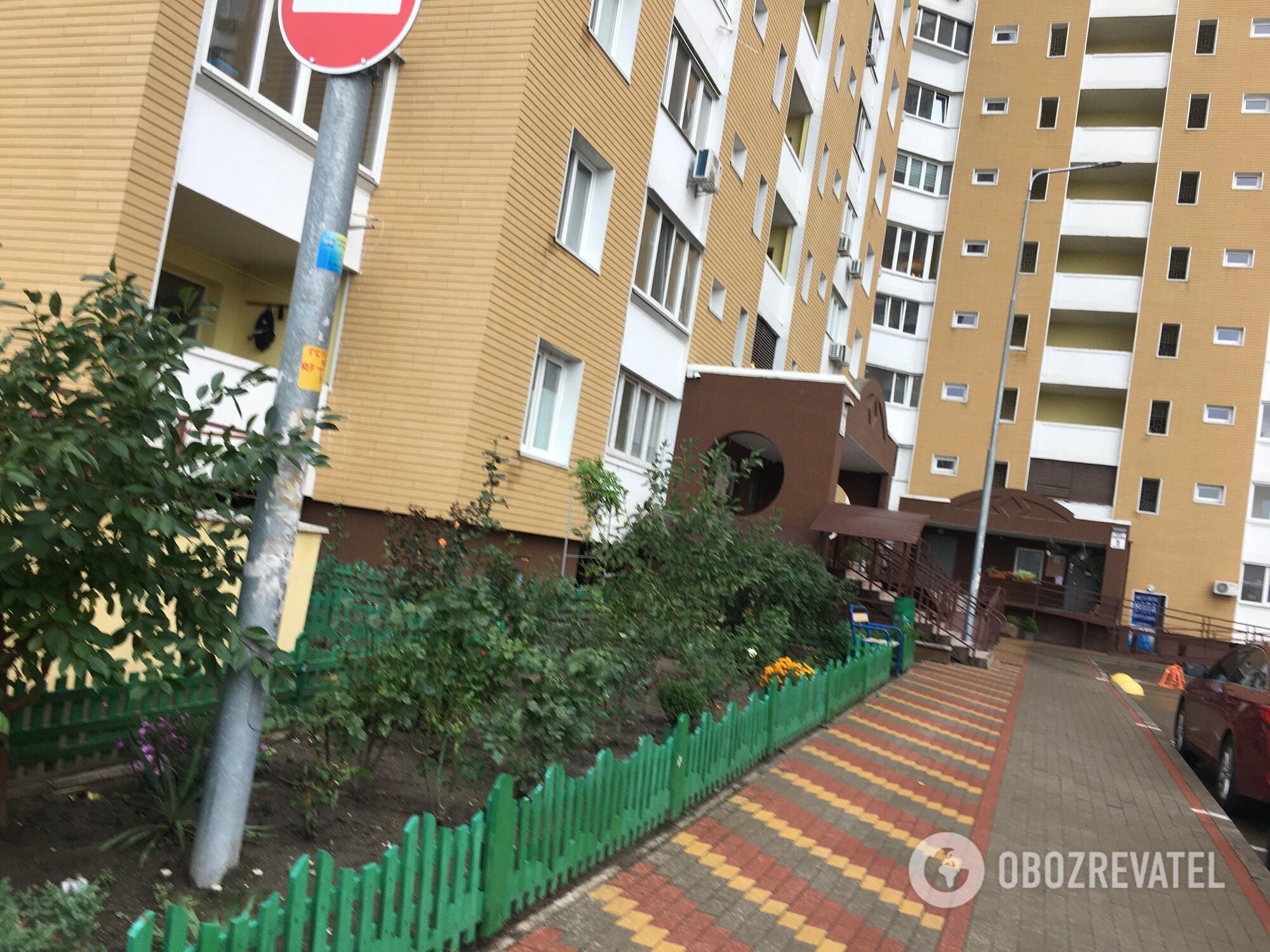 Подъезд, где жил погибший Данила с мамой на улице Данченко