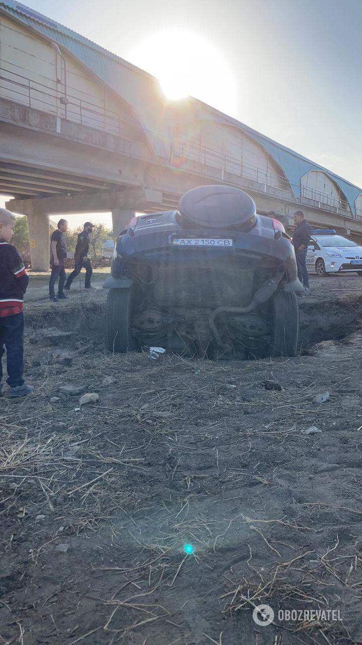 ДТП произошло возле моста метро в Харькове