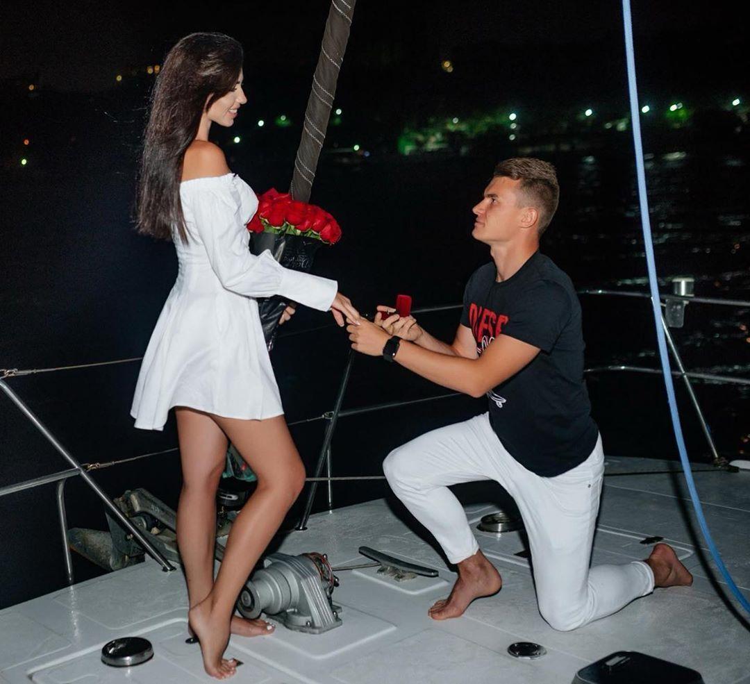 Владислав Кочергин сделал предложение своей девушке Карине