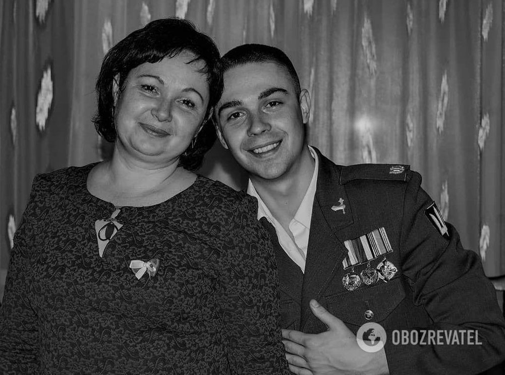 Данило Скрябін із мамою.